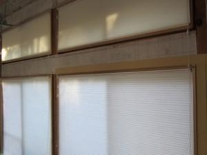 全ての窓にこのような断熱ブラインドを使用しています。