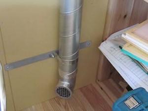 冬場はこのダクト口から室内に暖気を送り込みます。