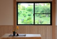 横浜市 漆喰 腰壁の家