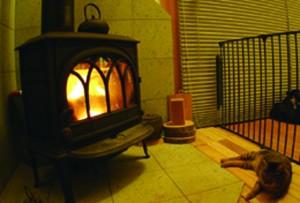薪ストーブと板倉の家秦野市