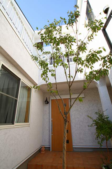 川崎市 「スペイン風白亜の邸宅」樹の家