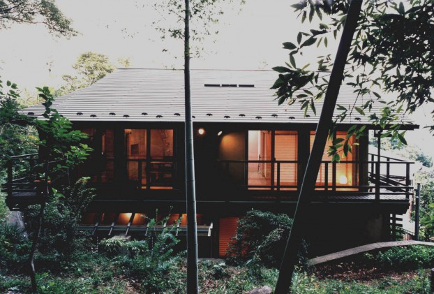 竹林を借景の家